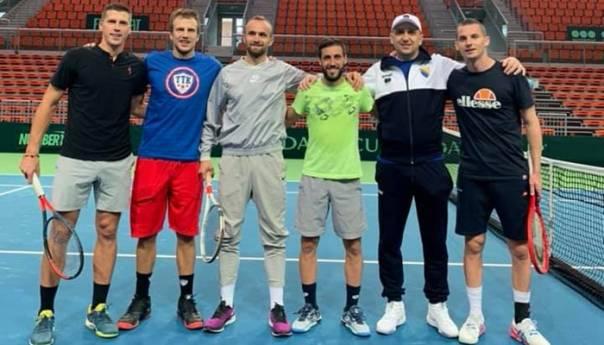 Amel Tuka Posjetio Bh Tenisere I Pruzio Im Podrsku Uoci Meca Davis Cupa Tuka Teniseri 5e5d8d203aaac