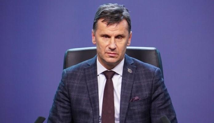 """Netačne informacije da je Novalić """"na kisiku"""", nije životno ugrožen"""