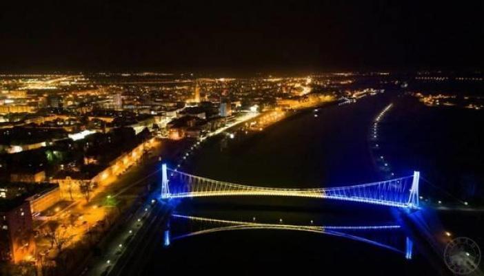 Most u Osijeku zasijao u bojama zastave BiH (FOTO)