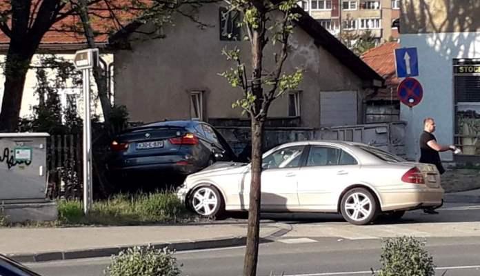 Saobraćajna nezgoda dva automobila u Zenici