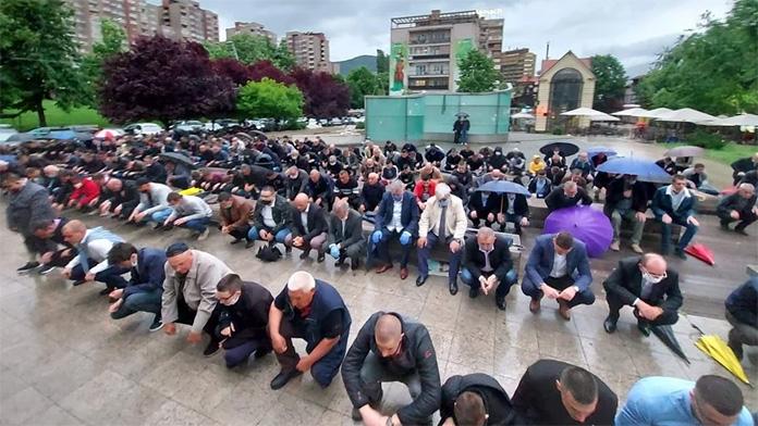 Kiša u Zenici nije pokvarila Bajram-namaz u Čaršijskoj džamiji