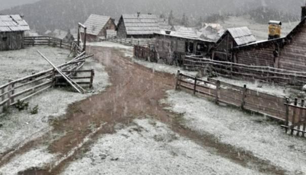 Na Prokoškom jezeru pao snijeg