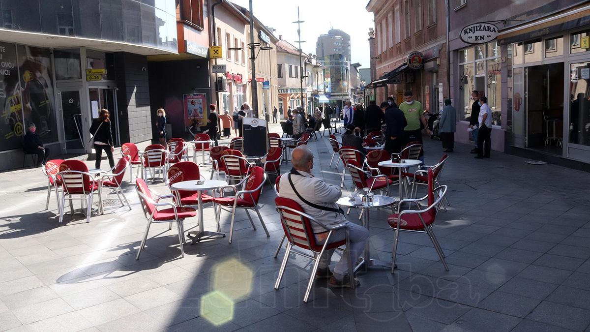 Nakon skoro dva mjeseca kafići u Zenici jutros uslužili prve goste (FOTO)