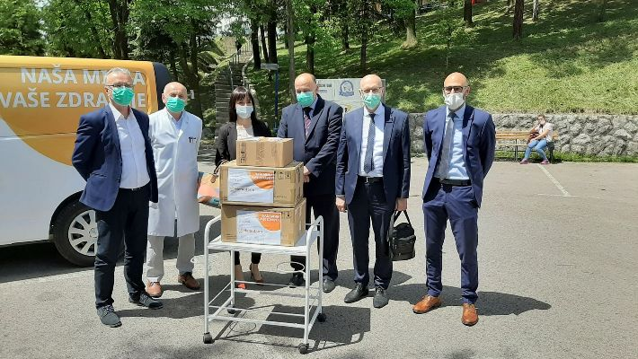 Hemofarm donirao bolnicama u Zenici i Tešnju monitore za praćenje stanja pacijenata