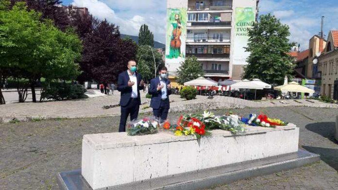Delegacija Vlade ZDK odala počast na šehidskom spomen-obilježju u Zenici
