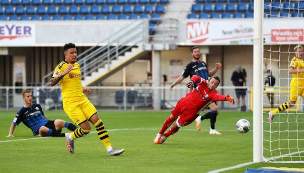 Borussia Dortmund demolirala Paderborn u gostima, Sancho postigao hat-trick