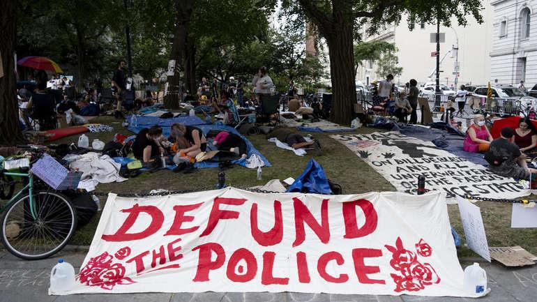 Demonstranati u New Yorku zahtijevaju smanjenje budžeta policije