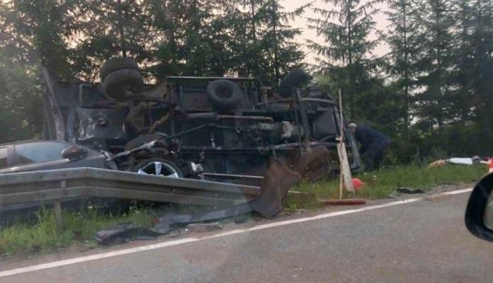 U saobraćajnoj nesreći na M-17 poginula jedna osoba iz Zenice, dvije povrijeđene