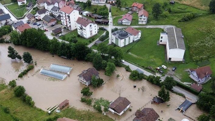 Teško stanje u Tuzlanskom kantonu, mještani bez struje, blokiran put Tuzla – Sarajevo