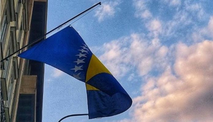 Ambasadama i konzulatima BiH u svijetu naređeno da 11. jula spuste zastavu na pola koplja