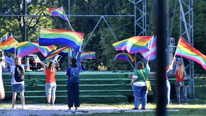U Sarajevu jutros održan LGBT skup, malu grupu osiguravale jake policijske snage