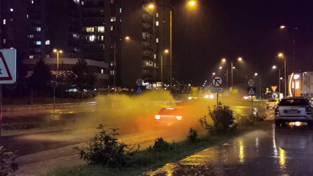Nevrijeme u Zenici, otežano saobraćanje u pojedinim ulicama (VIDEO)