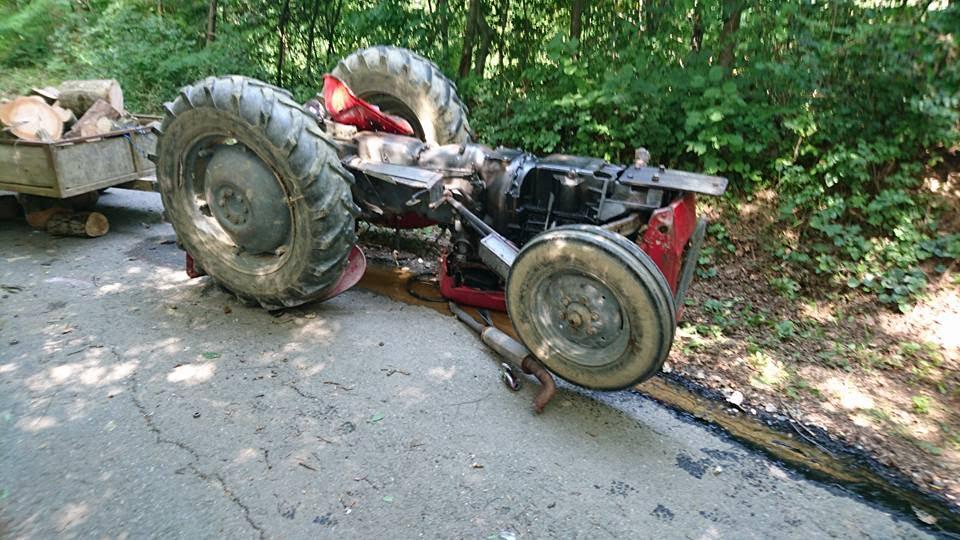 Muškarac kod Gacka teže povrijeđen prilikom prevrtanja traktora