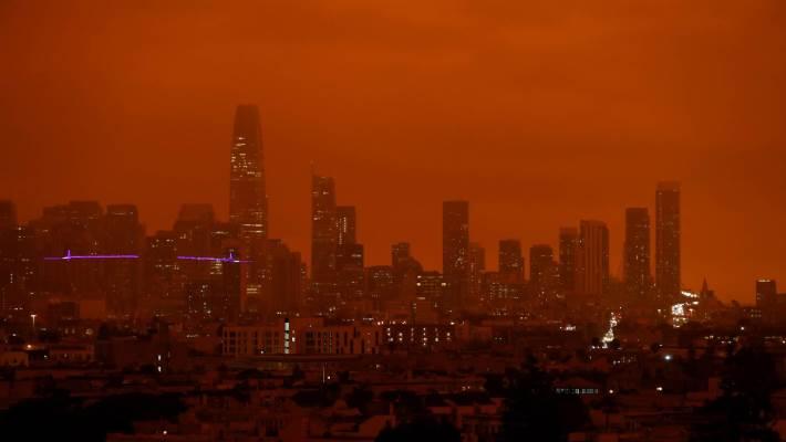 Apokaliptično narančasto nebo nad San Franciscom (FOTO)