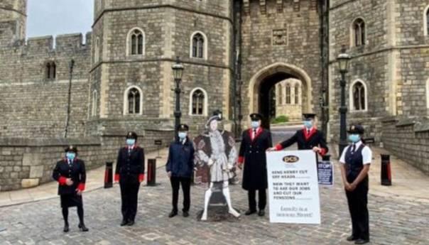 Zaposlenici kraljice Elizabete protestuju ispred dvorca