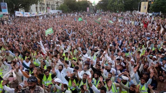 Hiljade Pakistanaca protestovale zbog objave karikatura poslanika Muhameda u Francuskoj