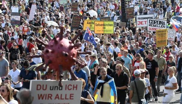 Protesti u Düsseldorfu protiv ograničenja uvedenih zbog koronavirusa