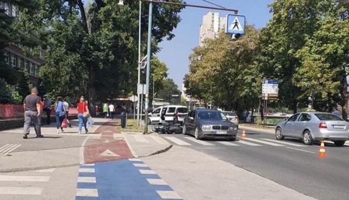 Saobraćajna na Bulevaru u Zenici, povrijeđen motociklista