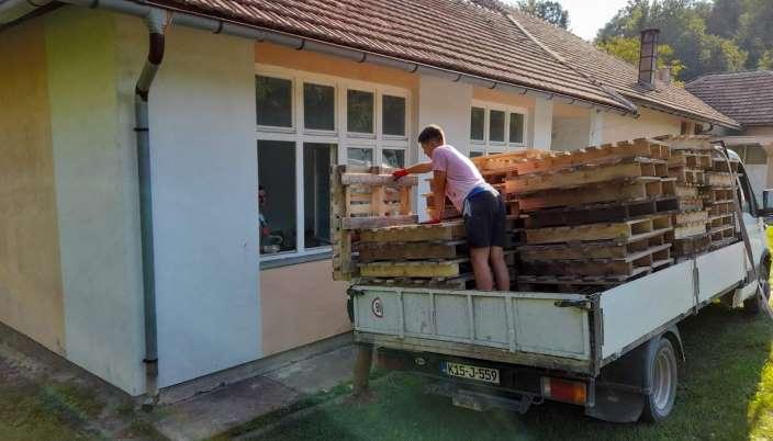 ArcelorMittal Zenica donirao više od dvije tone drvenih paleta za ogrjev područnim školama u ZDK-u (FOTO)
