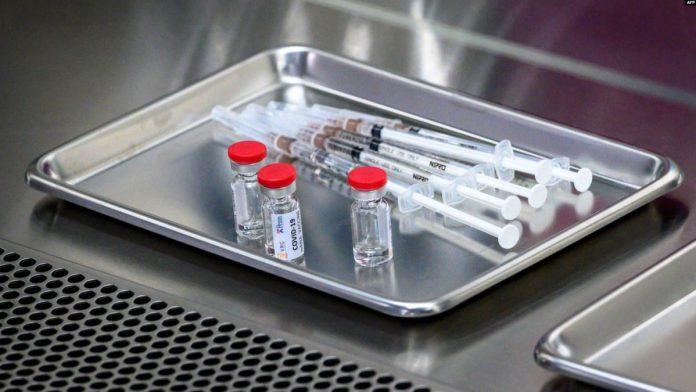 Ko će prvo primiti vakcinu protiv COVID-19?