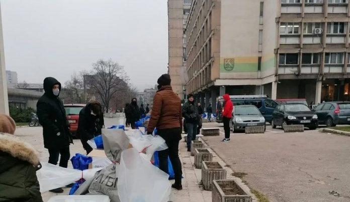 Članovi biračkih odbora u Zenici proveli besanu noć, zbog hladnoće ložili vatru na otvorenom