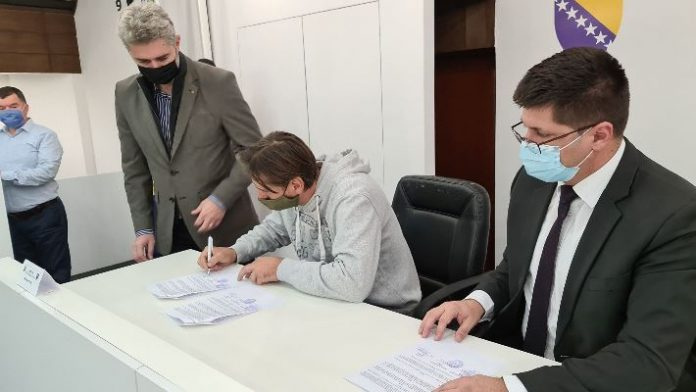 U Vladi ZDK potpisani ugovori o zapošljavanju i samozapošljavanju 25 djece šehida i poginulih boraca