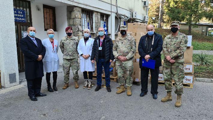 Predstavnici NATO-štaba i Američke ambasade u BiH uručili Kantonalnoj bolnici Zenica donaciju u zaštitnoj opremi