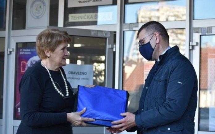 Predstavnici Nogometnog saveza BiH boravili u Zenici, uručili donacije