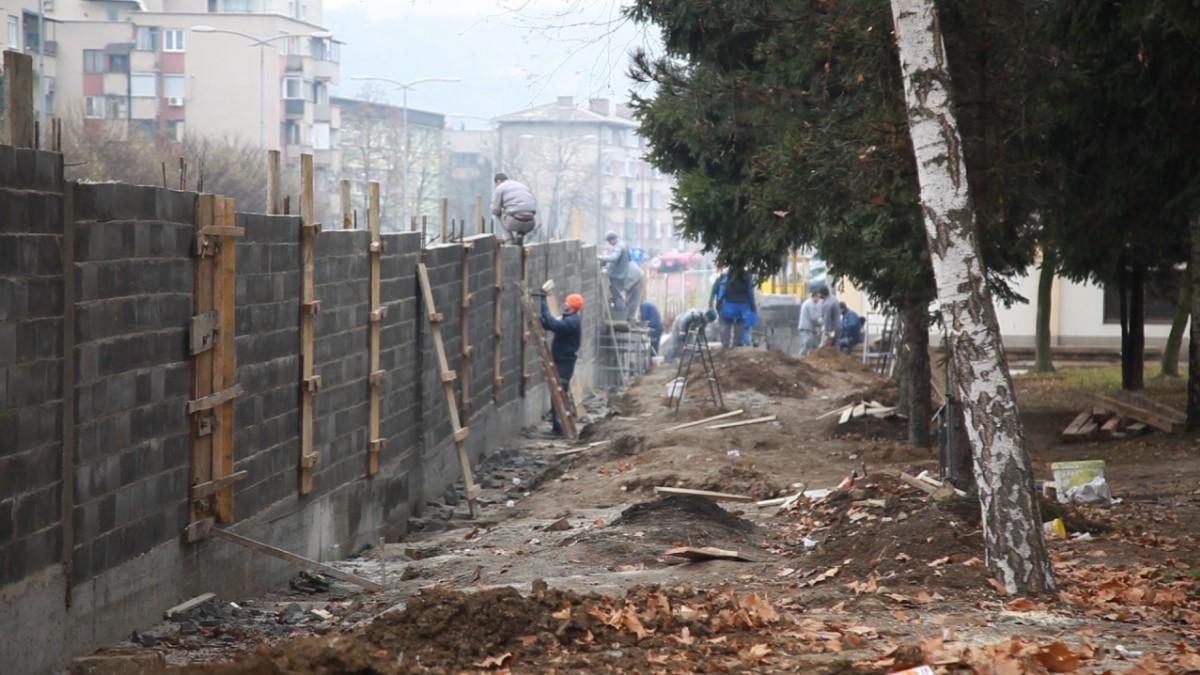 Zatvorenici Grade Zid KP Dom Zenica