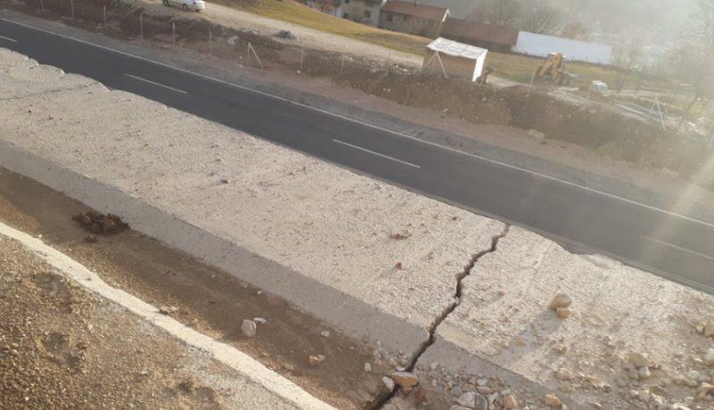 Klizišta, oštećenja i izvori vode iznad autoputa Vc kod Klopča (VIDEO+FOTO)