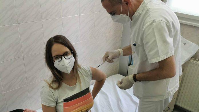 Beograđanka primila vakcinu protiv koronavirusa, pa dobila prijetnje smrću