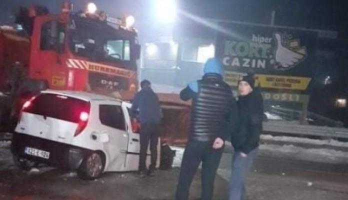 Vatrogasci izvlačili nastradale iz smrskanog automobila