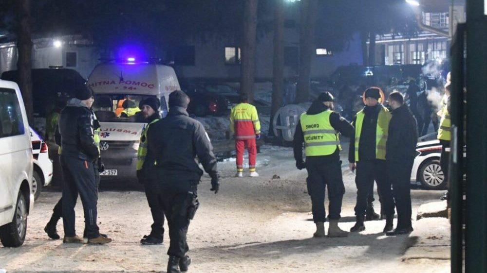 Dva migranta u Zenici uz prijetnju pištoljem opljačkali sedam drugih migranata