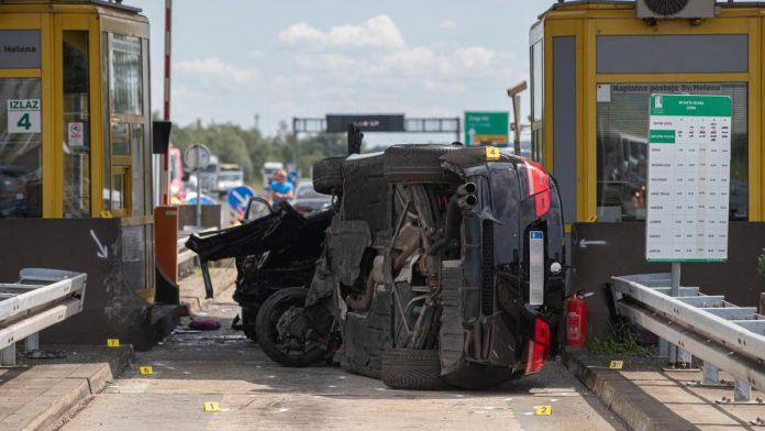 Autom se zaletio u naplatne kućice, poginula jedna osoba