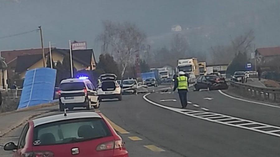 Saobraćajna nezgoda na M-17, povrijeđene tri osobe