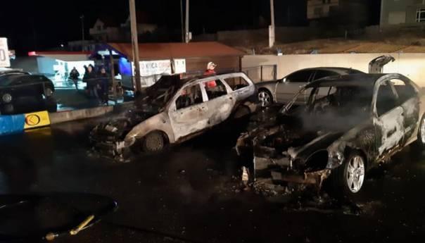 U salonu automobila u Vitezu izgorjelo više vozila