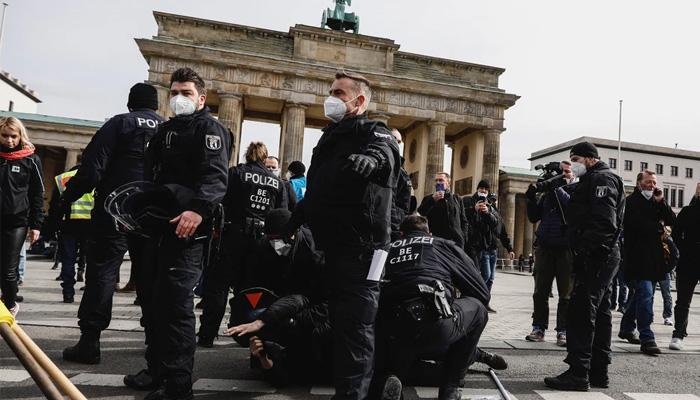 Desetine hiljada Nijemaca na protestima protiv korona-mjera (VIDEO)