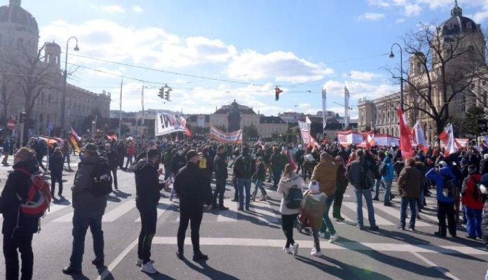 Beč ponovo protestuje zbog mjera za suzbijanje korone (VIDEO)