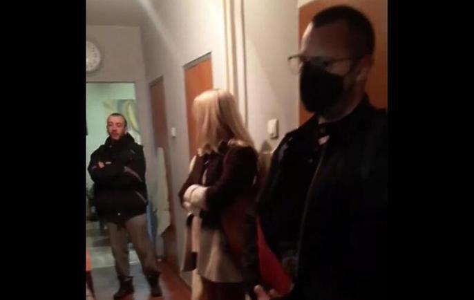 Policija u Srbiji pretresla stan poznate antivakserice zbog izazivanja straha i panike