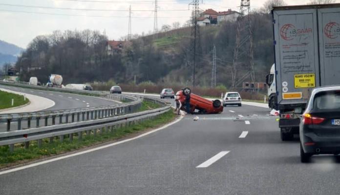Saobraćajna nesreća na autoputu Zenica-Visoko (FOTO)