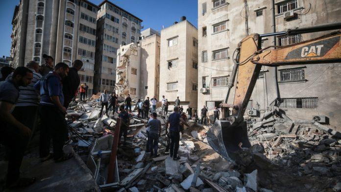 U Gazi uništena šestospratnica, Netanyahu poručio Bidenu da će nastaviti napade