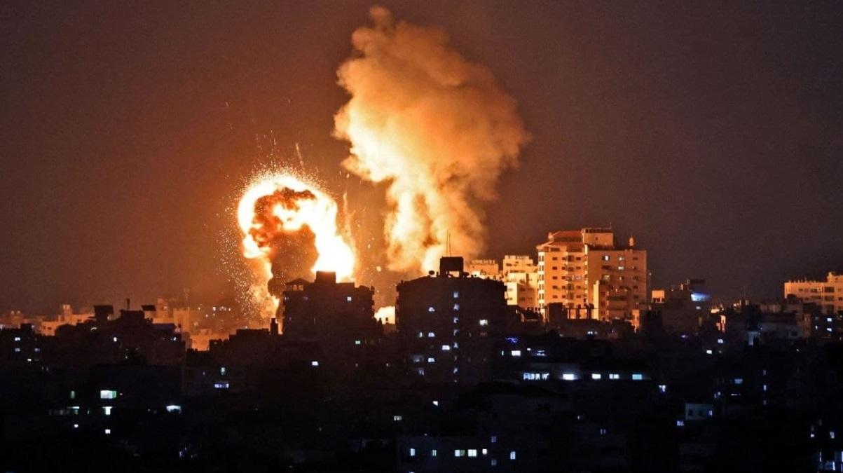 U izraelskom napadu srušena stambena zgrada u Gazi (VIDEO)