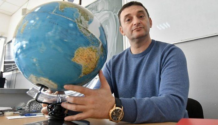Profesor Geografije Vedran