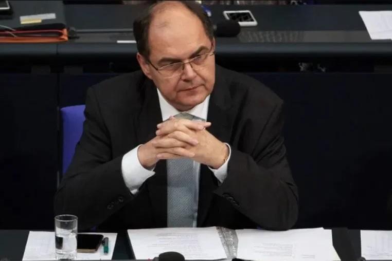 Schmidt dolazi i donosi dašak Njemačke: Nametnuti zakone i natjerati političare da rade, žalbe nema!