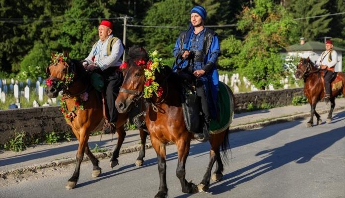 Manifestacija 511. Dani Ajvatovice: Konjanici iz Karaule krenuli ka Pruscu
