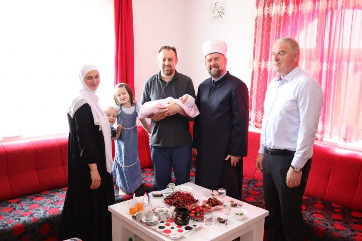 Muftija Dizdarević darovao osmo dijete porodice Mahalbašić