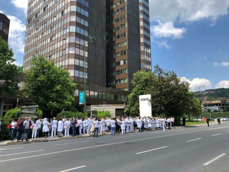 Protest Doktori Medicine Vlada FBiH5 1024x768 1