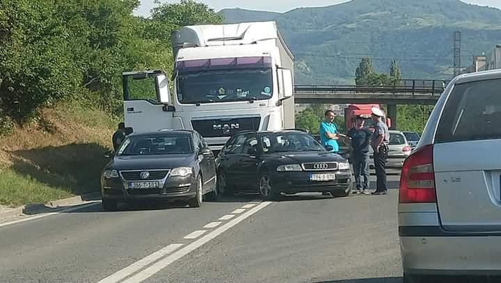 Saobraćajna nezgoda kod Pehara, sudarila se četiri vozila