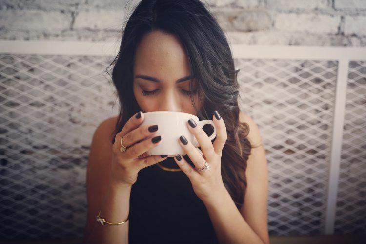 Devet znakova koji pokazuju da pijete previše kafe