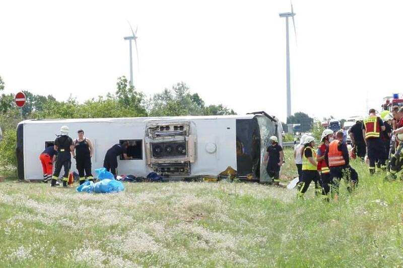 U Njemačkoj se prevrnuo autobus iz Srbije, povrijeđeno 19 osoba